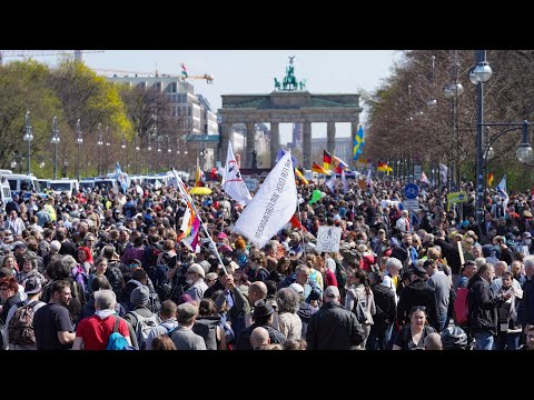 Berlin: Polizei löst Corona-Demo gegen Verschärfung des Infektionsschutzgesetzes auf