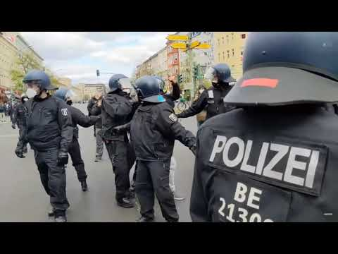 """24.04.21 Berlin - Antifa blockiert """"Demo gegen die Ausgangssperre"""" - und Angriffe auf Journalisten"""